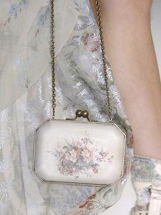 Kenzo Spring 2009 Details - little bag Vintage Purses, Vintage Handbags, Fairy Clothes, Couture Details, Kenzo, Evening Bags, Purses And Handbags, Fashion Art, White Fashion