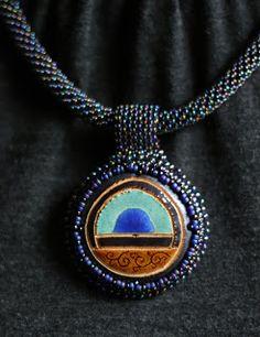 naszyjnik. ceramika, koraliki / necklace. ceramic, beads /// http://karolina-g.blogspot.com/2013/10/kropla-niebieskiego.html