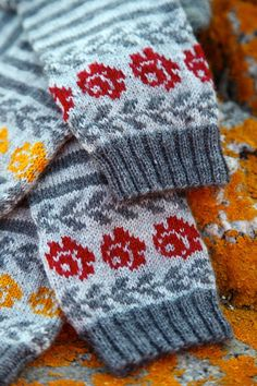 Ravelry: Longing for Gotland pattern by Pia Kammeborn Fingerless Mittens, Knit Mittens, Knitting Socks, Hand Knitting, Knitting Patterns, Crochet Woman, Knit Crochet, Fair Isle Knitting, Sock Yarn