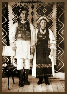 Satele din România - Google+ Folk Costume, Costumes, Romania People, Old Pictures, Traditional Dresses, Amen, Folk Clothing, Textiles, Embroidery