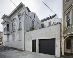 S.F.'s David Ireland House reopens with guided tours, for two people at a time | Datebook SF Chronicle OCT2020 - The David Ireland House at 500 Capp & 20th Streets is like a decorator's showcase where you want a private guided tour to make sure you don't miss anything in the myriad nooks and crannies.