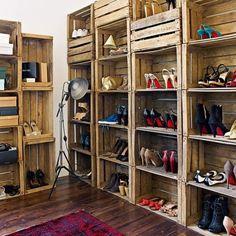 diy apple crate shoe closet via: icedvovos cabbagerose: come on, nowyou can do it Pallet Closet, Pallet Wardrobe, Apple Crates, Fruit Crates, Fruit Box, Diy Casa, Shoe Organizer, Wooden Crates, Wine Crates