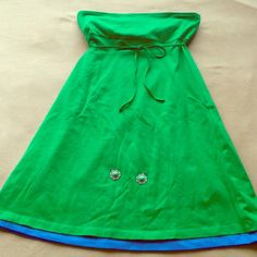 Victoria's Secret strapless dress 95 cotton/5 spandex strapless summer dress. Bra top with elastic banding, tie string at empire waist. Gorgeous Kelly green summer dress with marine blue peeking out at hem. Nice weight, not see through. Great summer dress and/or put on over swimsuit for lunch/dinner after a swim.  - NWOT - bought for Hawaii trip, but never happened. Victoria's Secret Dresses Strapless