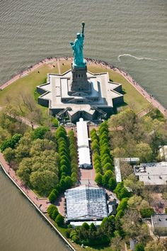 First Place went to Main Events for their work at the Statue of Liberty for Coca-Cola's 125th Anniversary. Event Details: 35 m x 40 m Clear Roof Clearspan Tent with black trim Manufacturer: Losberger Maxi Flex