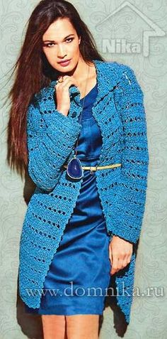 Голубое вязаное пальто крючком