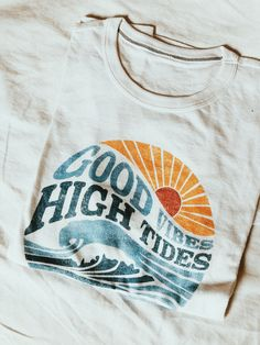 High Tides Tee, Beach Outfits, Our newest collection of graphic tees! With distressed, vintage style prints, these are your new go-to wardrobe staple. Retro Shirts, Cute Shirts, 80s Tshirts, Vintage Outfits, Vintage Fashion, Vintage Style, 90s Fashion, Vetements T Shirt, T Shirt Vintage