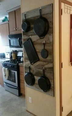 I updated my cast iron wall. The post I updated my cast iron wall. appeared first on Decoration. Kitchen Redo, Kitchen Remodel, Kitchen Design, Kitchen Pantry, Kitchen Styling, Kitchen Organization, Organizing, Kitchen Storage, Country Kitchen