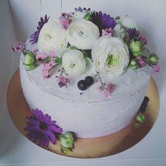 Beauty  #cake #greatcakes #cakeart #tort #urodziny #birthdaycake #birthday #party #great #flowers #sweet #floral #blueberry #kwiatysapiekne #kwiaty #warsaw #handmade #cakestagram  #instacake #best #instalike #instafoto #cakes #beauty #girly #for #ladies #dessert #classy by candy__gold