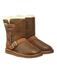 Ugg Classic Short Dylans ugg boots with fur on outside