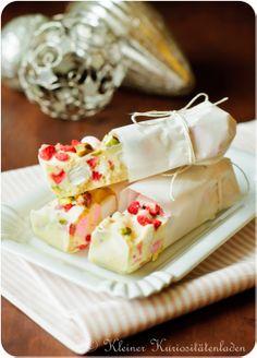 Erdbeer-Pistazien-Marshmallow-Schokoriegel mit jeder Menge Crisp