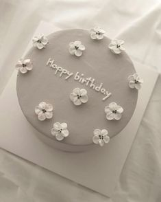 New Happy Birthday Design Cake Ideas Pretty Birthday Cakes, Pretty Cakes, Beautiful Cakes, Cake Birthday, Happy Birthday, 25th Birthday, Amazing Cakes, Birthday Ideas, Mini Cakes