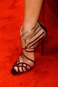 La chanteuse Jennifer Lopez en Jimmy Choo lors de la cérémonie Billboard Music Awards, le 18 mai 2014 Christian Louboutin, Stiletto Heels, High Heels, Jennifer Lopez, Cute Heels, Jimmy Choo Shoes, Shoe Art, Women's Feet, Fashion Heels