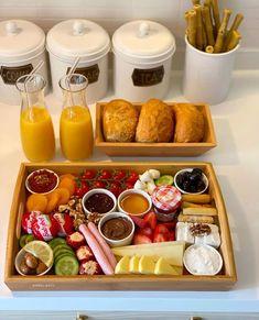 Romantic Breakfast, Good Morning Breakfast, Breakfast Lunch Dinner, Morning Food, Breakfast Recipes, Breakfast Presentation, Food Presentation, Lunch Saludable, Tunisian Food