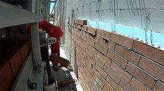 Robô construtor assenta tijolos três vezes mais rápido que uma pessoa