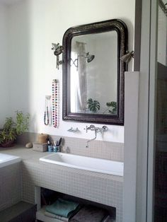 Your window dressings should match the area. Modern blinds and outdated drapes won't look right.You must also make sure your window treatments complement all of those other room's decor. Modern Vintage Bathroom, Simple Bathroom Designs, Laundry In Bathroom, Bathroom Renovations, Home Decor, Modern Blinds, Window Dressings, Diy Hacks, Wall Tiles