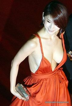 Oh In Hye is a Korean actress. I have never seen Oh In Hye before, but I am posting her photos because of this sexy orange dress. Oh In Hye is a Korean actress. Beautiful Japanese Girl, Beautiful Girl Image, Most Beautiful Women, Amazing Women, Brunette Woman, Red Carpet Dresses, Orange Dress, Asian Woman, Asian Beauty