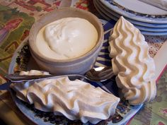 Double Creme at Le Chalet de Gruyeres Swiss Heaven! So yummy . Meringue, My Favorite Food, Favorite Recipes, German Desserts, Clotted Cream, Some Recipe, Foodie Travel, Creme, Food And Drink