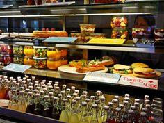 Unsere Frische-Theke im Z Café Offenburg  Für jeden was dabei  von Paninis über hausgemachtes Bauernbrot mit Aufstrichen bis zu Acai- und Früchte-Bowls und vieles mehr... einfach mal ausprobieren...  Lasst's Euch schmecken