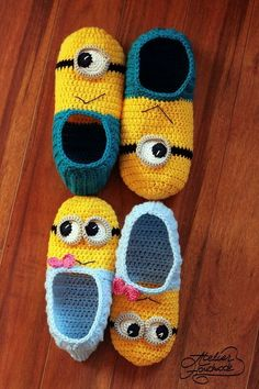minion crochet patterns Crochet patterns - PDF FILES for beginners. Make your own funny slippers and crochet your very own colorful purse. The crochet yellow and blue slippers p Minion Crochet Patterns, Minion Pattern, Baby Knitting Patterns, Crochet Mittens, Crochet Slippers, Cute Crochet, Blue Slippers, Funny Crochet, Felted Slippers