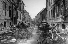 Oberwallstrasse Street - Berlin – 1945. (William Vandivert/Time & Life Pictures/Getty Images)