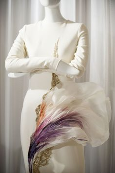 View all the detailed photos of the Stephane Rolland haute couture fall 2014 showing at Paris fashion week. Fashion Images, Fashion Details, Fashion Design, Simple Dresses, Nice Dresses, Amazing Dresses, Structured Fashion, Style Haute Couture, Couture Week
