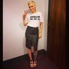Jessie J's leather skirt and t-shirt combo. www.handbag.com