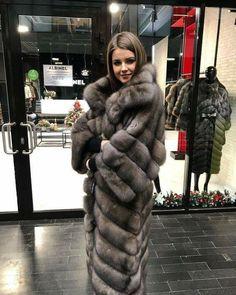 Nadire Atas on Luxurious Fur Fashion Fur Fashion, Winter Fashion, Womens Fashion, Fur Coat Outfit, Sable Fur Coat, Stunning Brunette, Fox Coat, Fabulous Furs, African Women