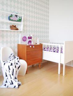 Inspiratie: #Babykamers met een #vintage #look Het creëren van een nieuw leven betekent ook dat er een nieuw plekje in huis moet worden gecreëerd. Een plekje waar je baby in een rustige en veilige omgeving kan slapen.