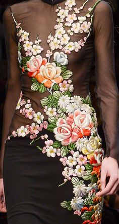Embroidery floral designs haute couture New ideas Trend Fashion, Floral Fashion, High Fashion, Womens Fashion, Paris Fashion, Fall Fashion, Couture Fashion, Couture Details, Fashion Details