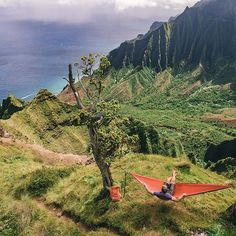 The rewards of hiking  @cookwilltravel taking in this #luckywelivehawaii moment! Photo: @brycejohnson #adventurewithLWLH