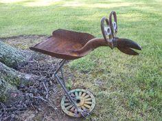 Big eyed bird Bird feeder Rusty Relics Metal Art: