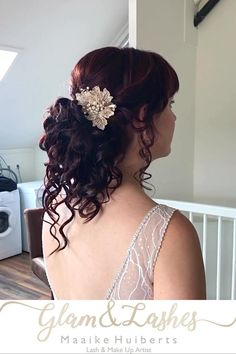 Zooo verliefd op dit bruidskapsel, met haar prachtige rode haren. De highlights geven een mooi effect in haar 5 strengenvlecht #5strengenvlecht #roodhaar #bruidskapsel #laagopgestoken #bruidsmakeup #trouwen #haarinspiratie #bridalhair #bridalhairinspiration Bridal Makeup, Wedding Makeup, Hairstyles With Bangs, Wedding Nails, Blouse Designs, Henna, Wedding Hairstyles, Lashes, Hair Beauty