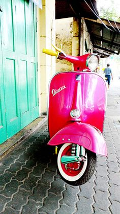 Rocking #hot #pink #Vespa