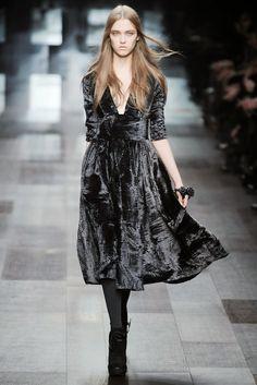 Пышное бархатное платье серое