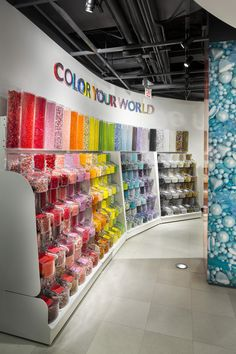 Dylan's Candy Bar is home to the largest selection of candies and sweet treats from around the world. Candy Store Design, Candy Store Display, Sweet Cafe, Chocolate Stores, Balloon Shop, Dylan's Candy, Fruit Shop, House Of Beauty, Store Interiors