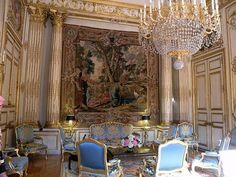 Small group tours for independent-minded people with artist and traveler Marilyn MacGregor. Rococo, Palais Du Luxembourg, Palace Of Versailles, Small Group Tours, Antique Interior, I Love Paris, Porcelain Jewelry, City Lights, Decoration
