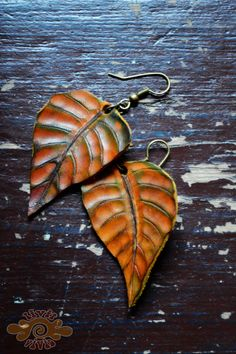 leather leaves earrings ~ Livit Vivid