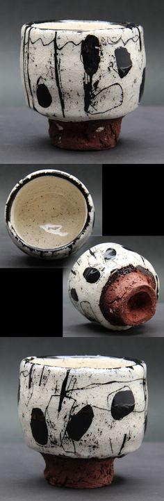 ❽(2015.08)ぐい呑 金 憲鎬(キム・ホノ)  1958 愛知県瀬戸市生まれ 1977 愛知県窯業高等職業訓練校終了 1982 独立 築窯 この作品は瀬戸の山土に市販の土を混ぜているそうです (7×H6.7)
