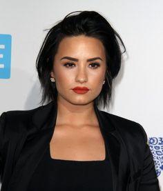 Demi Lovato la soire We Day California Inglewood le 7 avril 2016 Hair Styles 2016, Short Hair Styles, Short Dark Bob, Demi Lovato Short Hair, Pretty Hairstyles, Girl Hairstyles, Top Fashion, Fashion Hair, Vogue Fashion