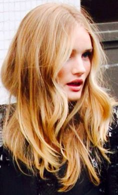 Love this wavy hair look. Not overdone. Beautiful!