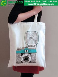 Twenty Christmas Gift Ideas Under Twenty Dollars - No. 2 Pencil Source by Bags Crochet Camera, Camera Bag Insert, Jute, 2 Pencil, Canvas Tote Bags, Couture, Purses And Bags, Diana, Iphone Cases