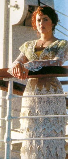 titanic lunch dress I love all her clothes in this movie~