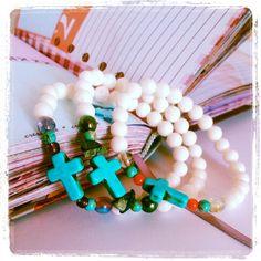 #pulseras con #cruz de #turquesa by Lola.
