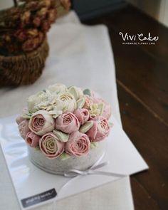 Rice cake class. White Bean paste flower. Made by_Malaysia student . .  Vivi cake vivicakeclass@gmail.com . . .  #flowercake #korea #design #cake #cupcakes #flowercakeclass #cakeclass #flowers #riceflower #koreaflowercake #koreanflowercake #piping #rice #riceflowercake #wilton #wiltoncake #ricecakeflowercake #koreanbuttercream #flowers #baking #beanpaste #beanpasteflower #seoul #hongdae #cakeicing #플라워케이크 #떡케이크 #Ricecake #vivicake #앙금플라워