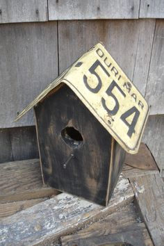 Old Missouri License Plate Birdhouse. except with a Tennessee plate, obv. License Plate Decor, Old License Plates, Butterfly Facts, Woodworking Accessories, Number Plates, M Craft, Dining Room Wall Art, Old Plates, Bird Boxes