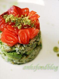Wasabi-pea flavoured sushi layer 'cake' with salmon, avocado & cucumber
