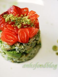Wasabi-pea flavoured sushi layer 'cake' with salmon, avocado & cucumber