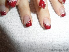 Christmas nail design, might be really cool with snowflakes instead of starts Holiday Nail Art, Christmas Nail Designs, Winter Nail Art, Christmas Nail Art, Winter Nails, Christmas Tinsel, Great Nails, Fabulous Nails, Gorgeous Nails