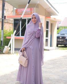 Siang ini with Faiza Set by Bag Niqab Fashion, Muslim Fashion, Modest Fashion, Fashion Dresses, Stylish Hijab, Hijab Chic, Muslim Girls, Muslim Women, Hijab Style Dress
