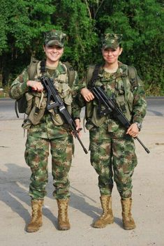 Military Camouflage, Military Guns, Brave Women, Real Women, Super Women, Respect Women, Female Soldier, Military Women, Armada